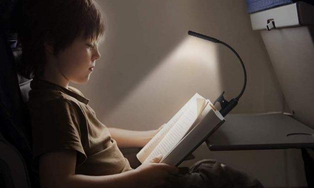 Come leggere di notte e al buio: 5 soluzioni pratiche ed economiche
